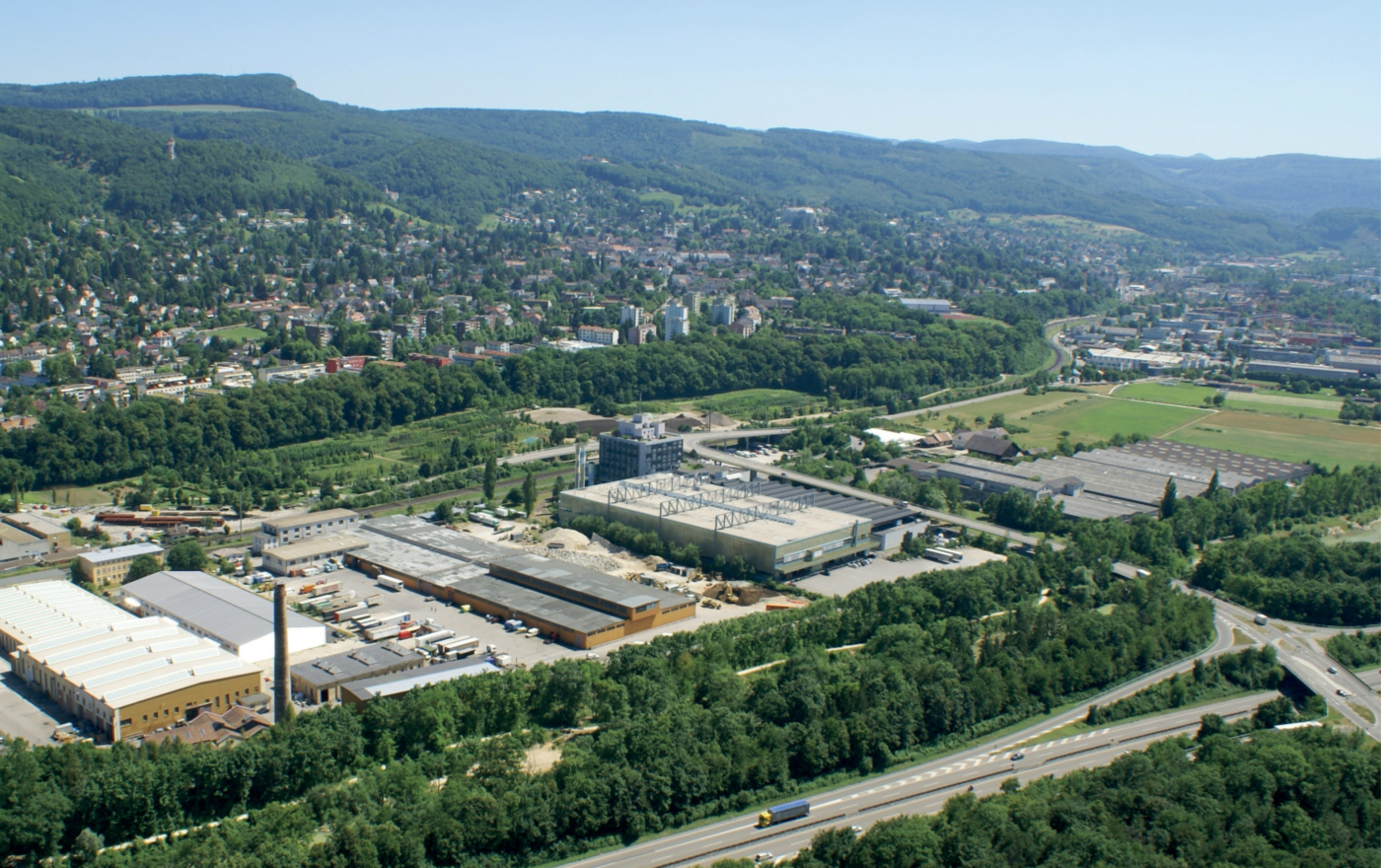 Photos for this media folder, The image (2015) shows the uptownBasel site before construction work began. In 2016 the site was bought by uptownBasel AG, which is headed by Dr Thomas Staehelin. Site developer Hans-Jörg Fankhauser was commissioned with the overall development of the site.  © Copyright Fankhauser Arealentwicklungen Gesamtplanungen  Digitale Medienmappe «Laying the uptownBasel foundation stone: a quantum leap for the industry», uptownBasel