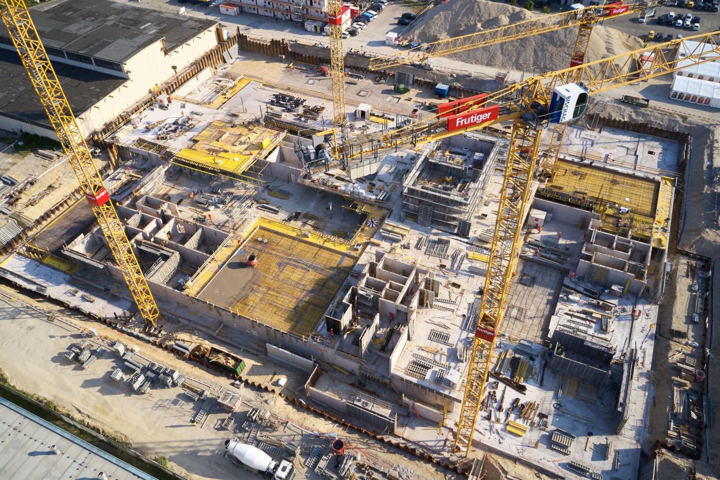 Photos pour ce dossier presse, uptownBasel est actuellement le plus grand chantier du Nord-Ouest de la Suisse. La construction du premier grand bâtiment sur le site a débuté le 28 mars 2019 et les travaux de construction battent déjà leur plein.  © Copyright Bela Böke, arbel gmbh  Digitale Medienmappe «Première pierre de l'uptownBasel: un «saut quantique» pour l'industrie», uptownBasel