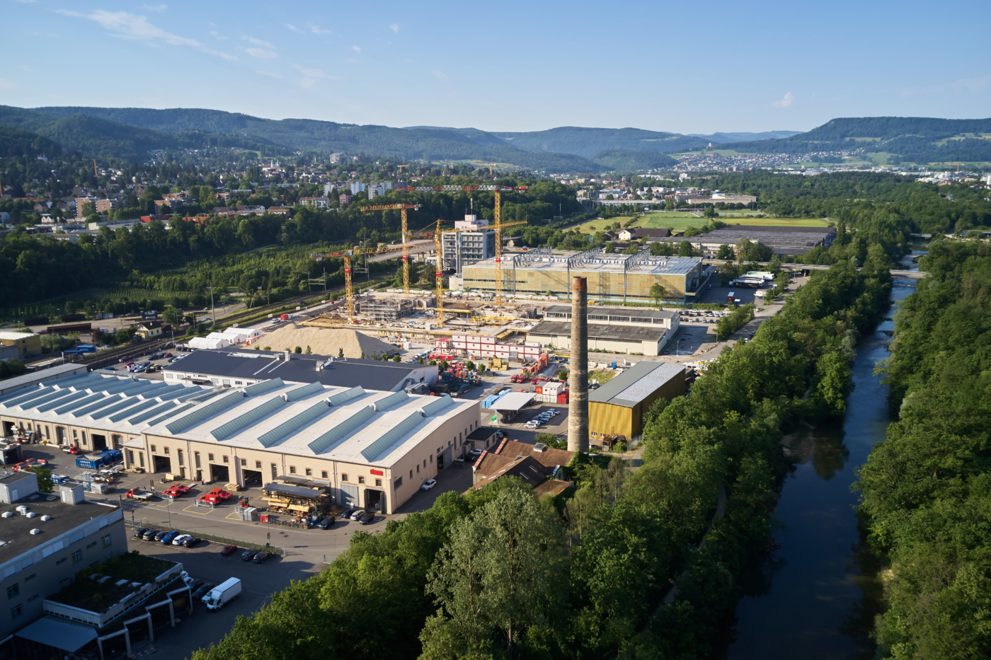 Photos for this media folder, View from the motorway connection H18 Reinach Nord towards Gempen. The first building, with a total usable area of 25,000 m2, will be ready by the end of 2020. 70 percent of the space has already been let. © Copyright Bela Böke, arbel gmbh  Digitale Medienmappe «Laying the uptownBasel foundation stone: a quantum leap for the industry», uptownBasel